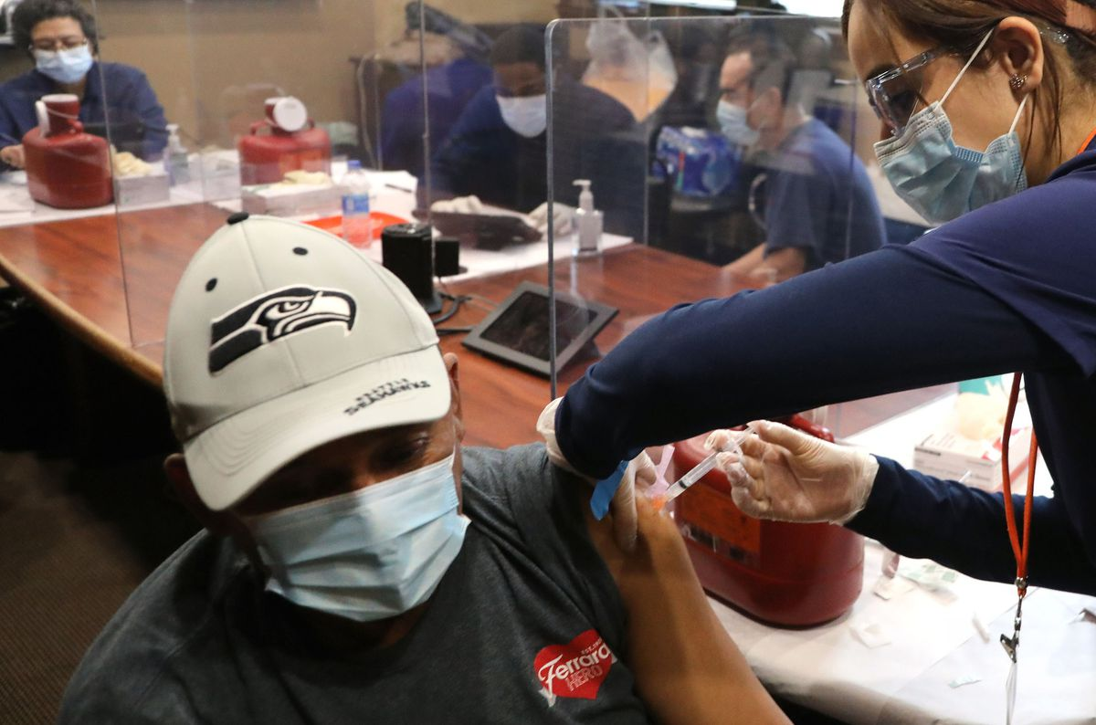 COVID-19 vaccination clinics offered to major office buildings in Chicago and around Illinois 1