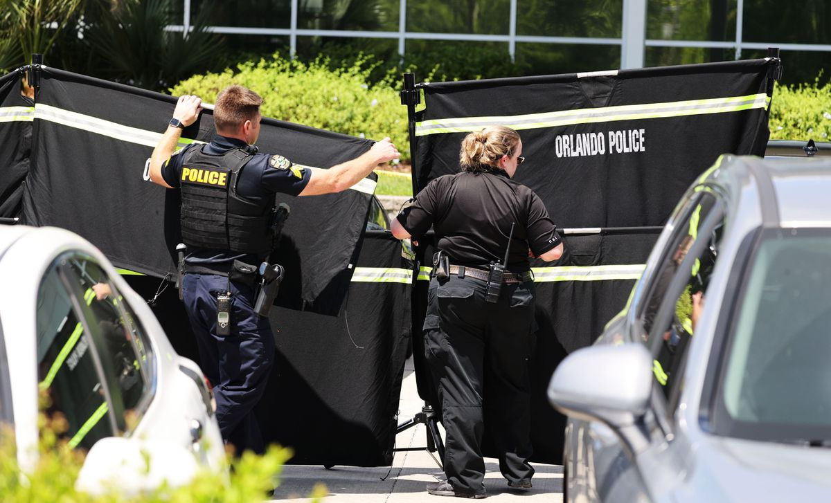 1 killed after shooter opens fire outside Florida immigration services building 1
