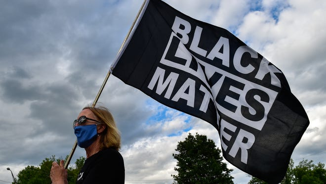 Oregon police officer charged for not arresting off-duty colleague who allegedly 'terrorized' family over BLM flag 1
