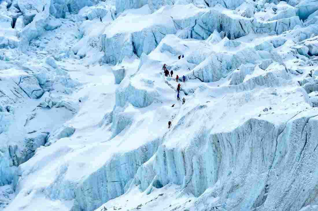 China To Set Up 'Line Of Separation' On Mount Everest, Citing Nepal COVID-19 Outbreak 1