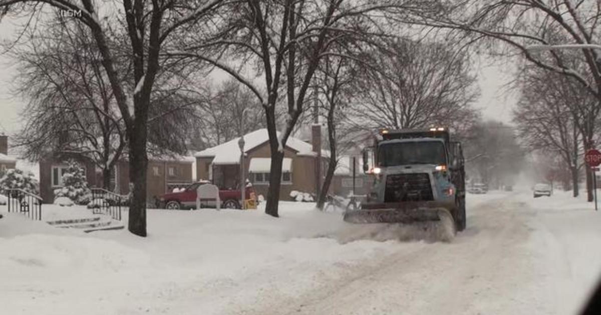 Midwest snow shuts down schools, cancels flights 1