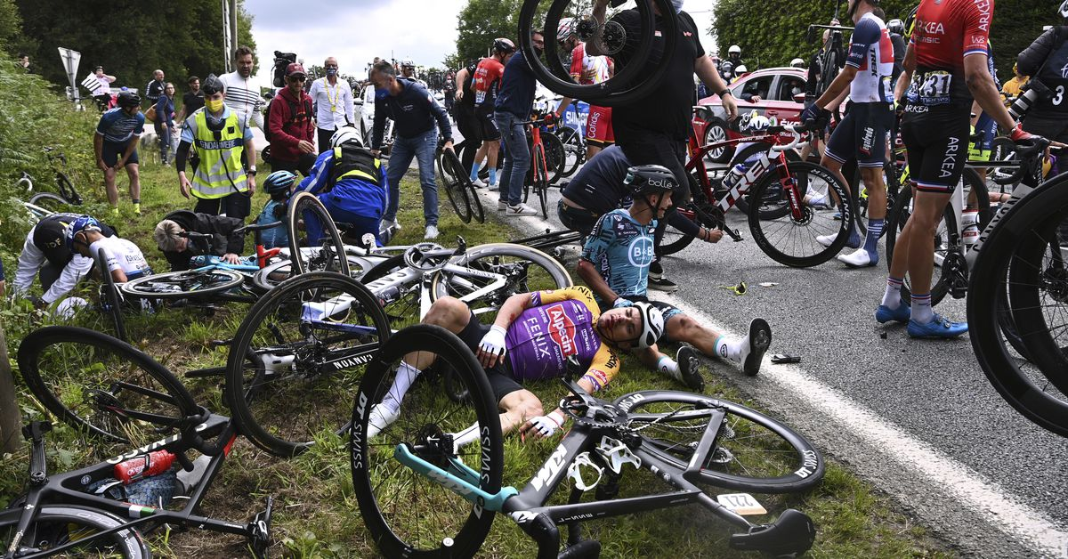 Riders stage protest amid Tour de France road safety concerns 1