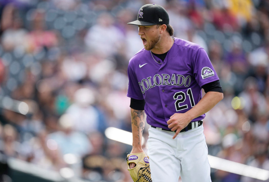 Rockies' Kyle Freeland exits series opener against Pirates with apparent leg injury 1