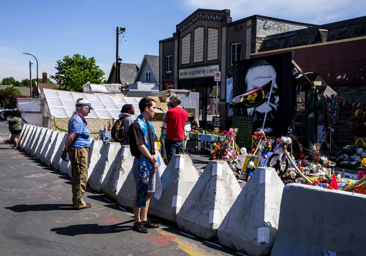 Minneapolis crews remove traffic barriers in George Floyd Square memorial, new ones appear 1
