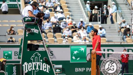 Roger Federer says 'misunderstanding' caused heated debate with chair umpire in French Open win 1