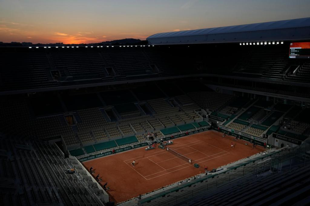 Coronavirus curfew cuts French Open crowd at night matches 1