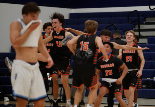 CCS boys basketball: Half Moon Bay holds off Bellarmine in wild finish to reach Open semifinals 1