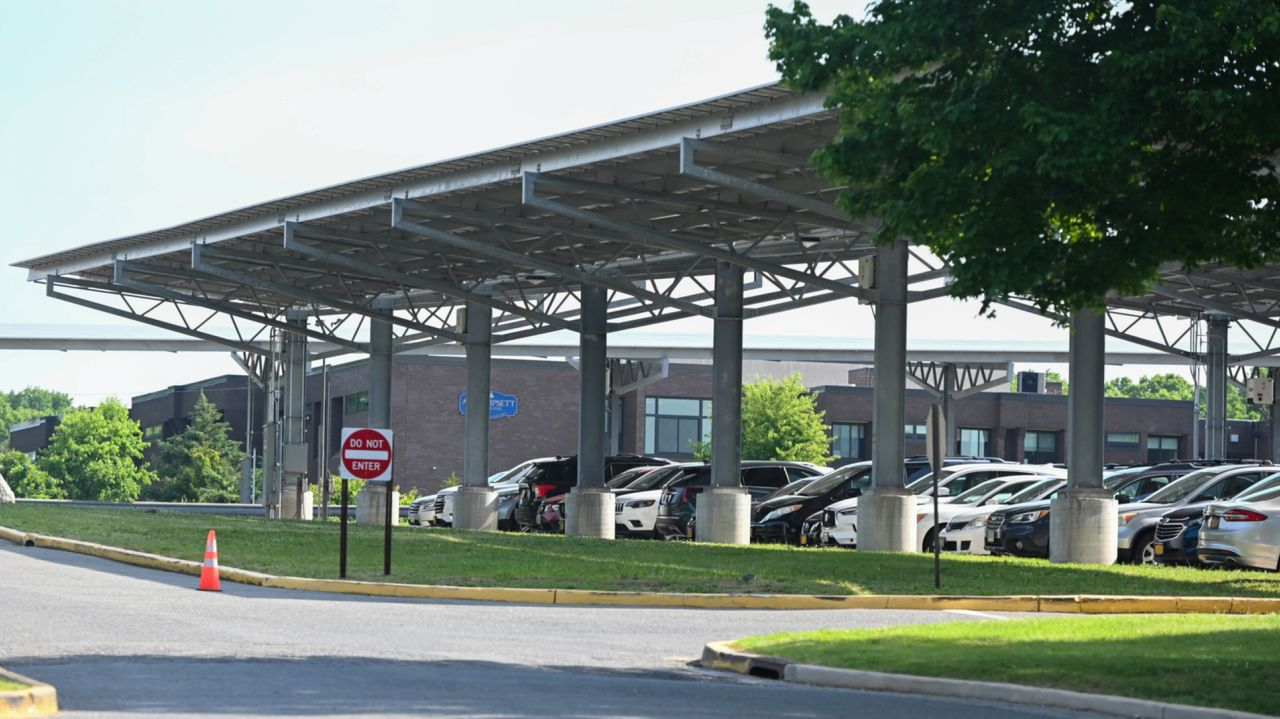 Solar array keeping lights on at schools in Smithtown district 1