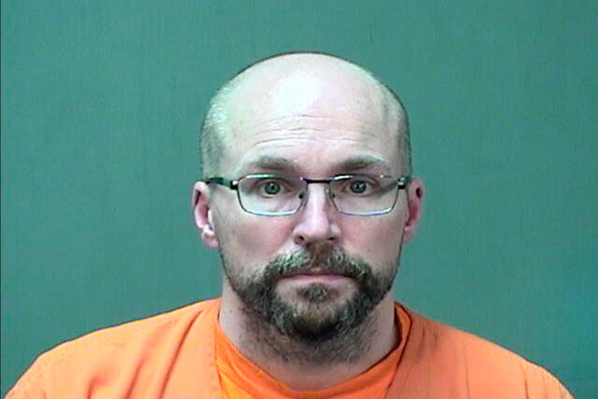 Ex-Wisconsin pharmacist gets 3 years in prison for spoiling COVID-19 vaccine 1