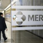 U.S. purchases 1.7M courses of Merck's COVID-19 pill ahead of approval 3