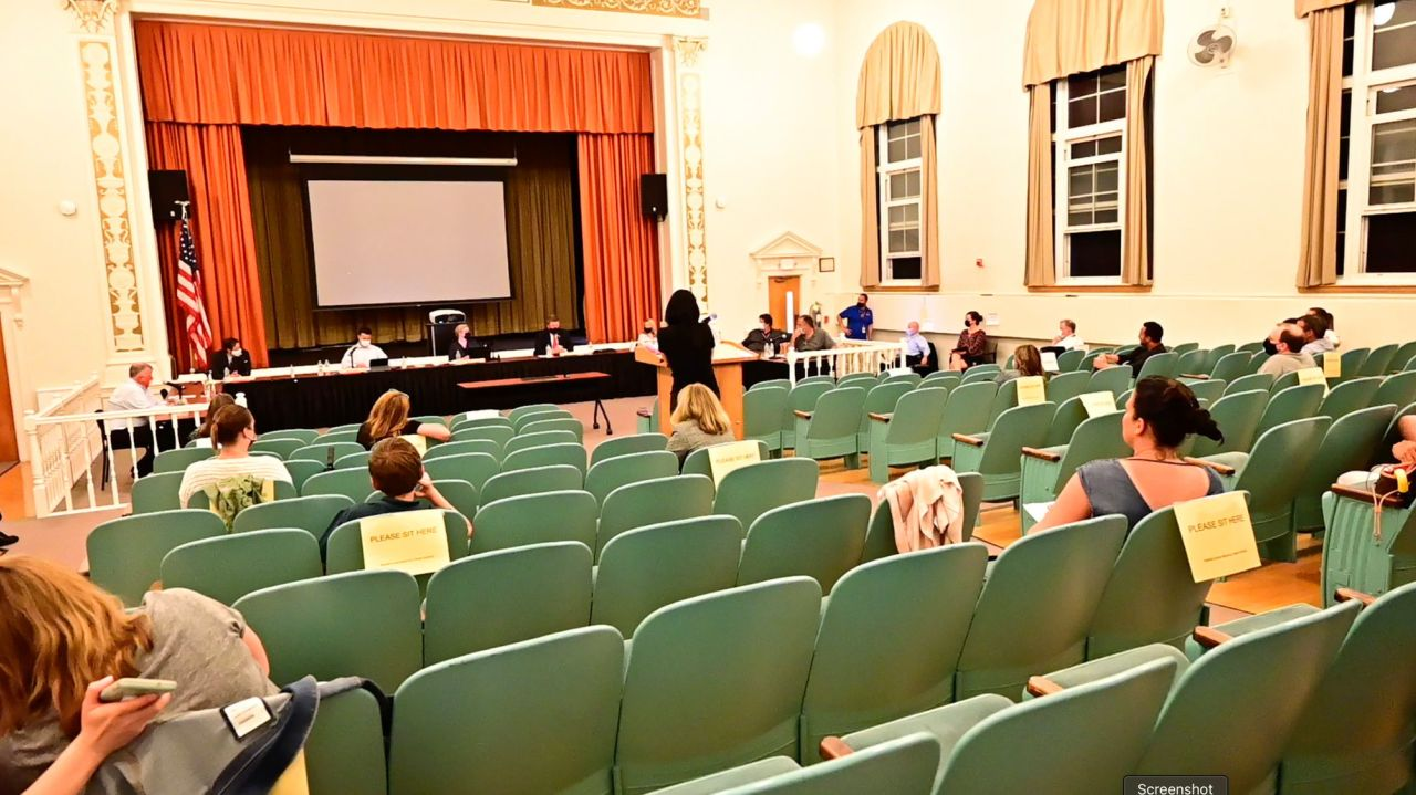 Parents call on Smithtown board to eliminate mask rule insideschools 1