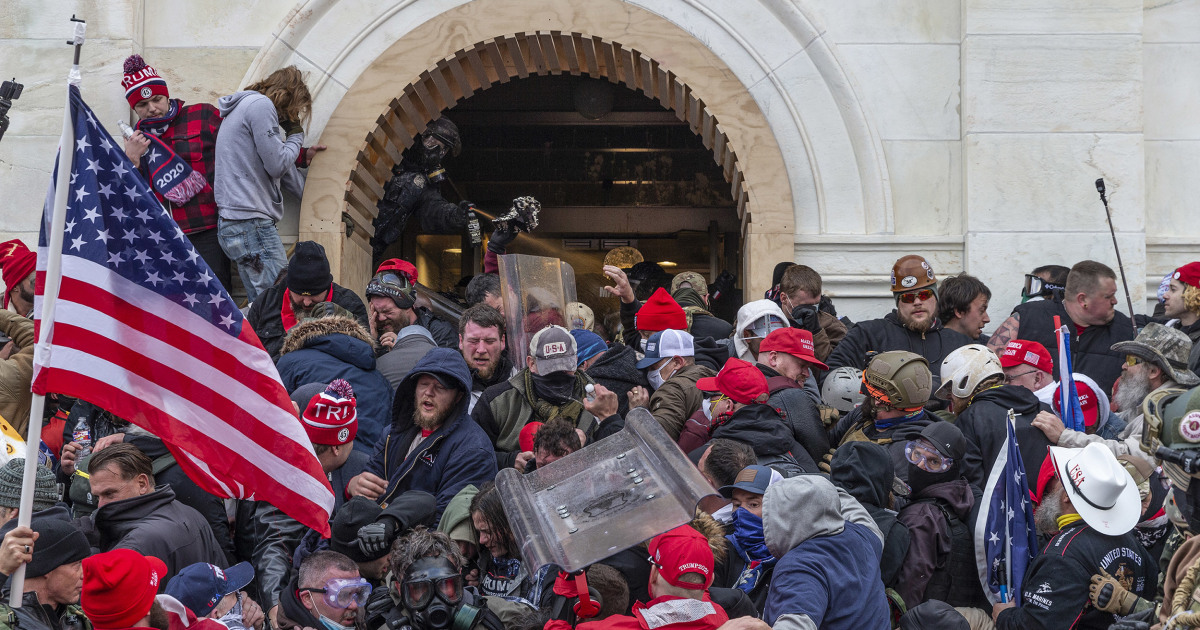 Capitol riot Senate report overlooks GOP lawmakers who were there — and still hold office 1
