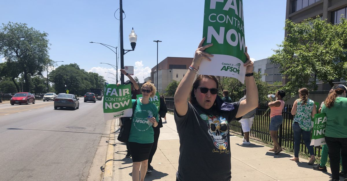Cook County workers protest what they say is an unfair contract offer 1