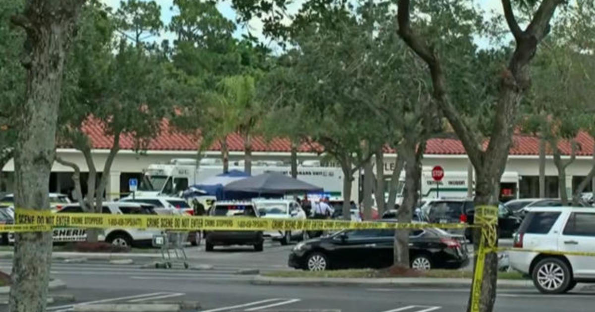 2 killed after gunman opens fire in Florida supermarket 1