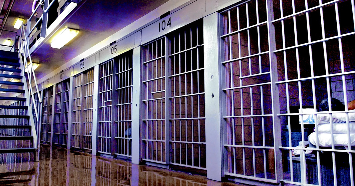 COVID-19 vaccines should be mandatory for all Illinois prison employees 1