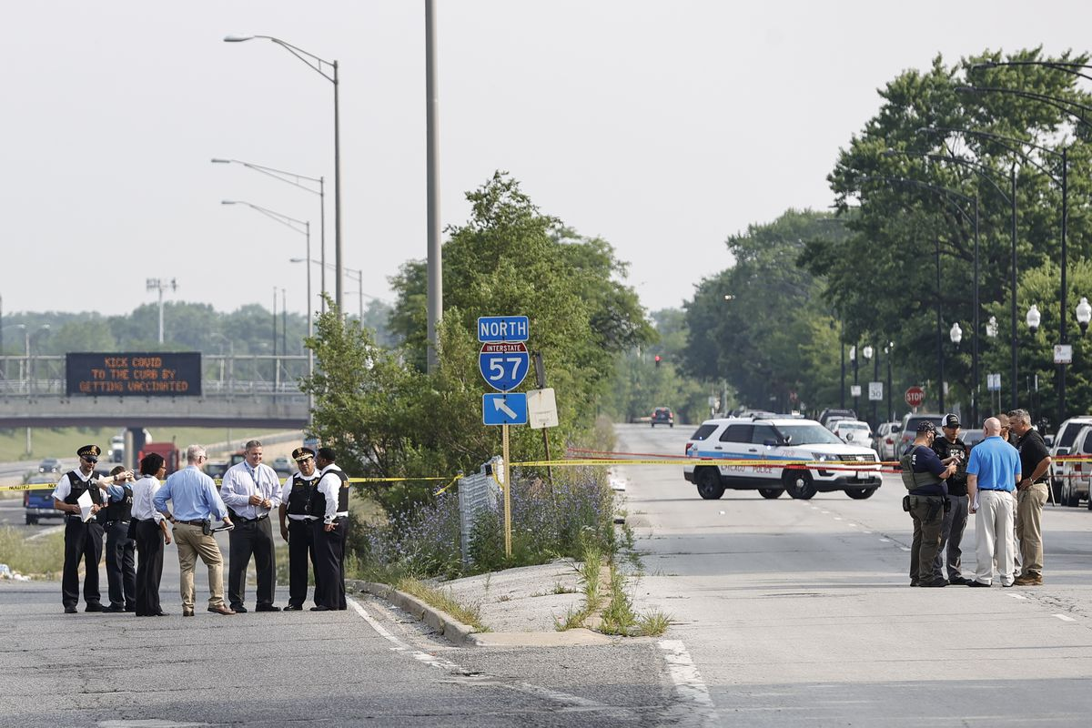 Suspect charged in shooting of undercover Chicago police officer, two ATF agents 1