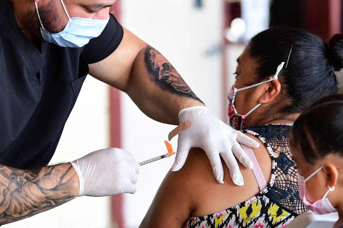 Pfizer to discuss third coronavirus vaccine booster with feds 1