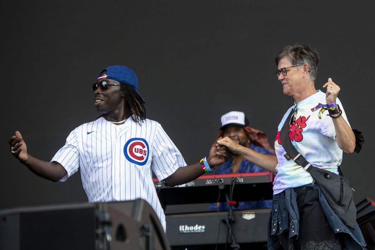 Lightfoot takes Lollapalooza stage: 'Thank you for masking up and vaxing up' 1