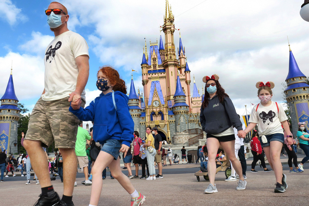 Disney World to once again require masks indoors 1