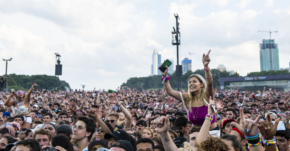 Attending Lollapalooza? You'll need a vaccination card or a negative COVID-19 test to get in 1