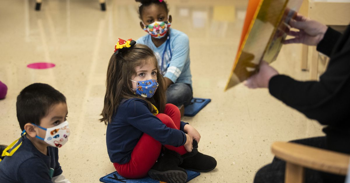 Masks no longer required for Illinois' vaccinated students, teachers as state adopts new CDC guidance 1