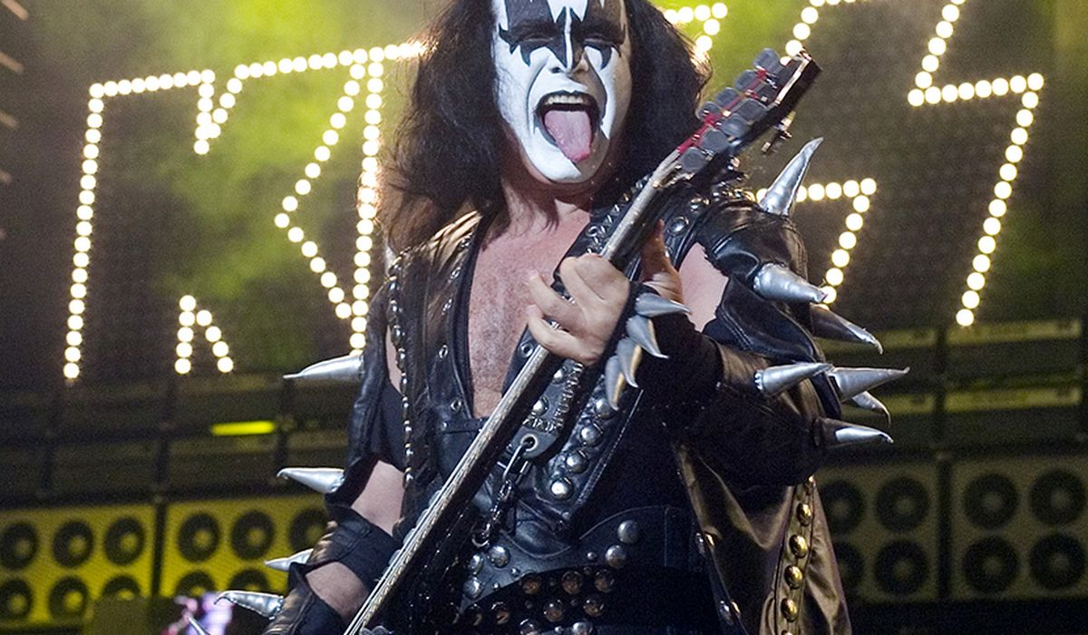 Gene Simmons of KISS tests positive for COVID-19 while bandmate recovers; four shows postponed 1