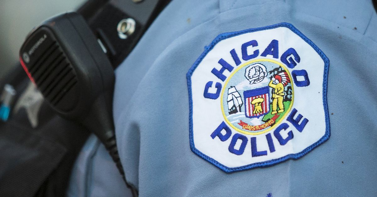 Man charged with shooting toward officers near Chicago police headquarters 1