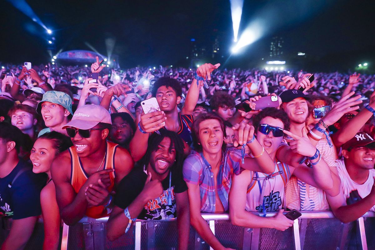 Health officials urge COVID tests for Lollapalooza goers. Crowds were 'literally pressed against each other, maskless,' says one attendee planning to get screened. 1