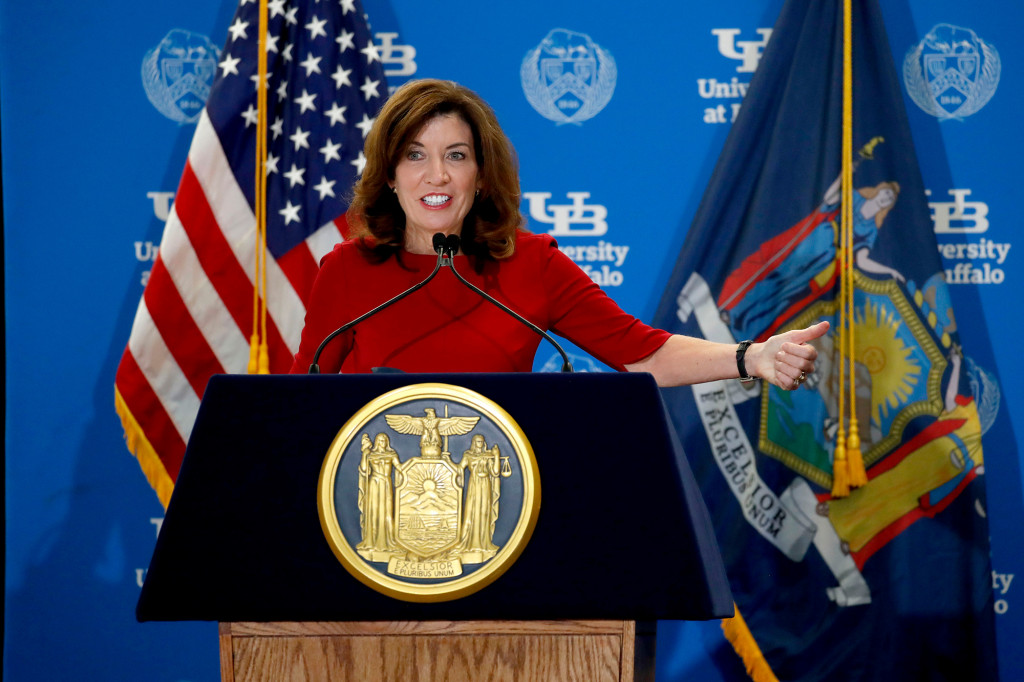 Gov. Kathy Hochul wants mandated COVID testing in NY schools for unvaccinated workers 1