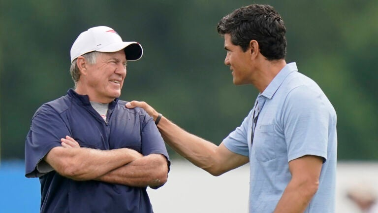 Bill Belichick embraces Tedy Bruschi's returns to Patriots training camp practices 1