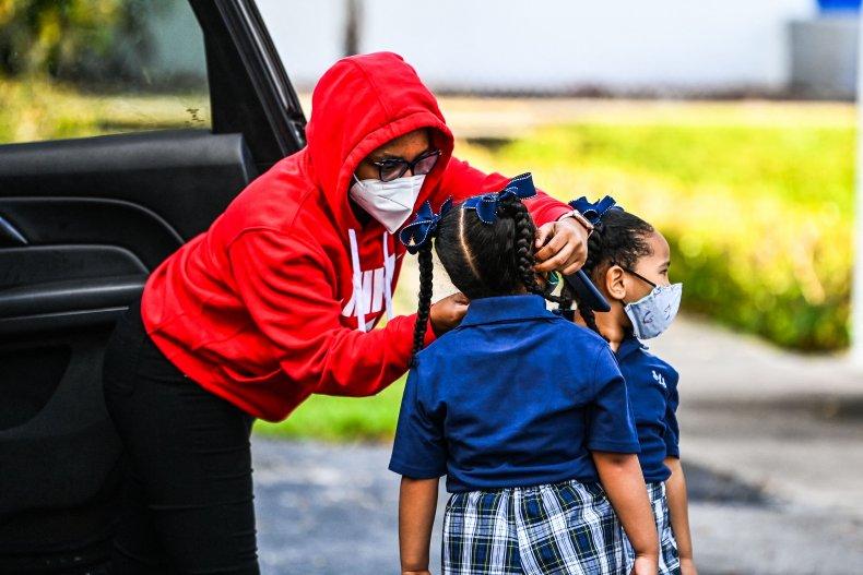 Florida School Board Defies DeSantis, Extends Mask Mandate for 2 Months 1