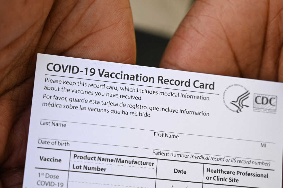 A Pharmacist Is Being Charged With Selling COVID-19 Vaccine Cards For $10 On eBay 1