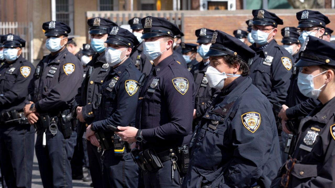 Unvaccinated NYPD cops must wear masks, department memo says 1
