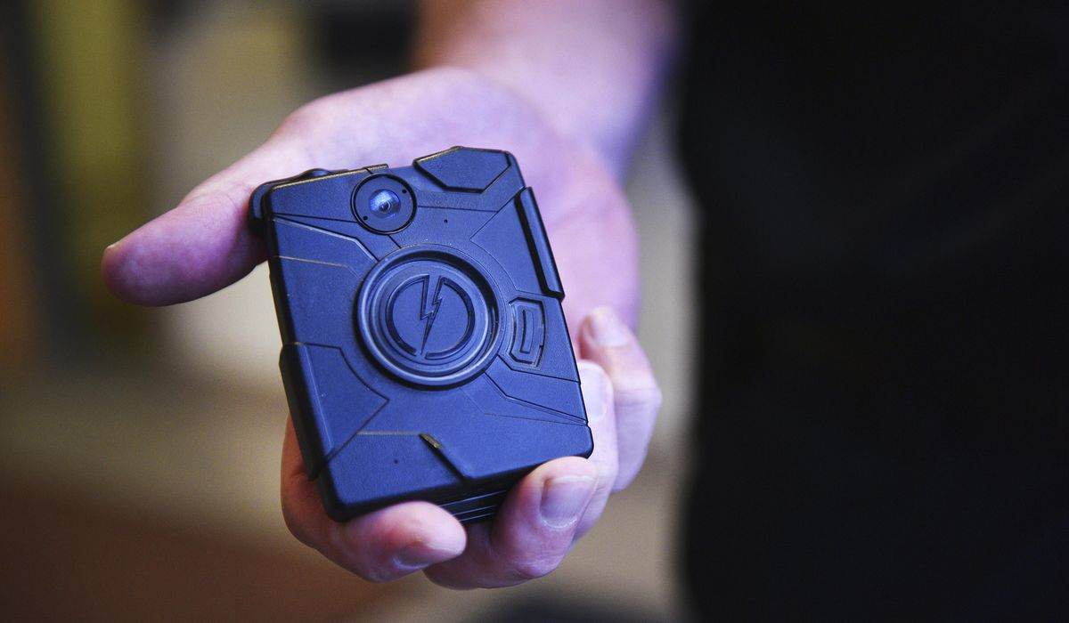 Border agents, officers start using body cameras 1