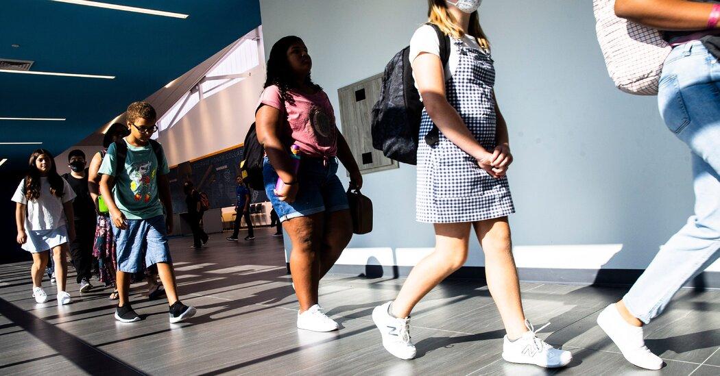 School Mask Debate Tests Arizona's Governor 1