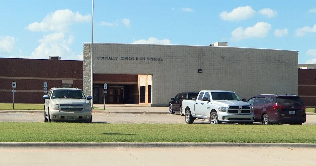 Texas school district closes after 2 teachers die of Covid-19 1