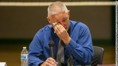 Oregon school district fires superintendent after he upheld state's mask mandate 1