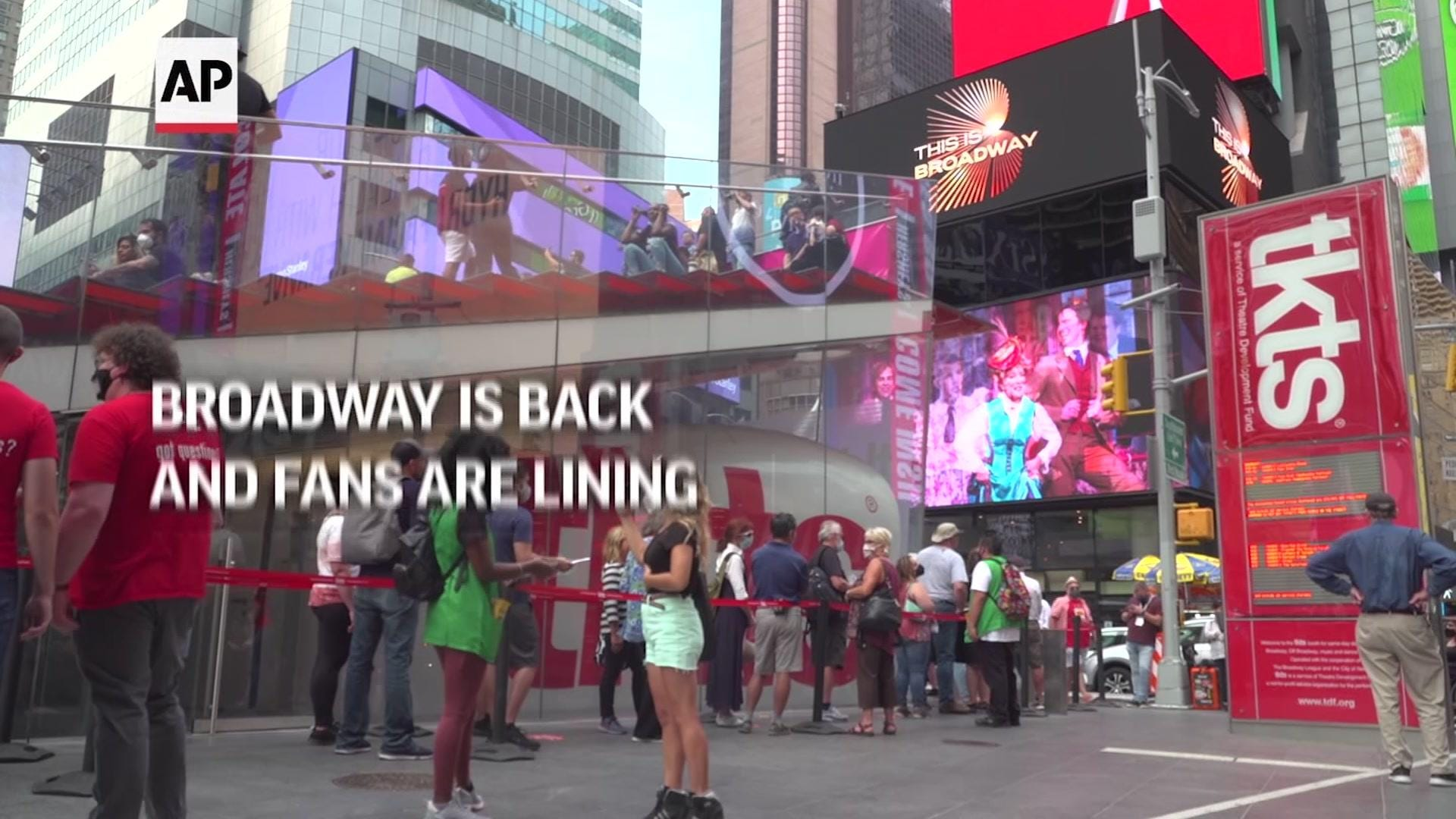 Fans line up for tickets as Broadway reopens 1
