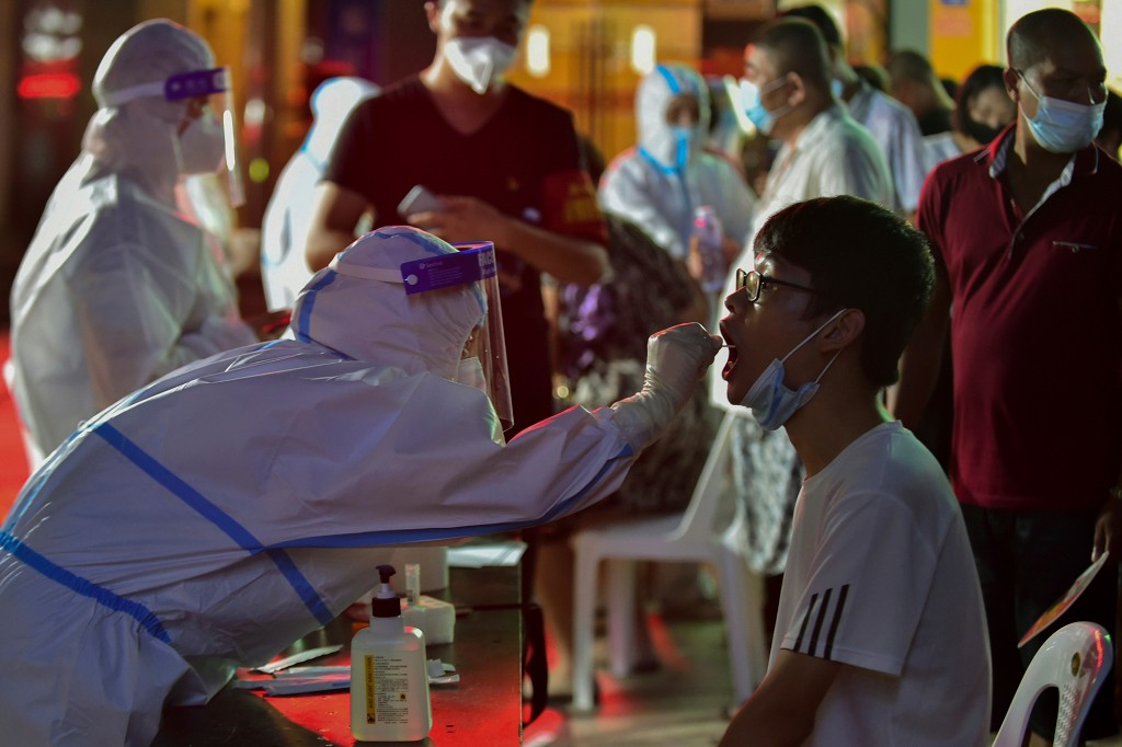China imposes local lockdowns as COVID-19 cases surge 1