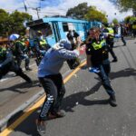 Australian police clash with anti-lockdown protesters, arrest nearly 270 5