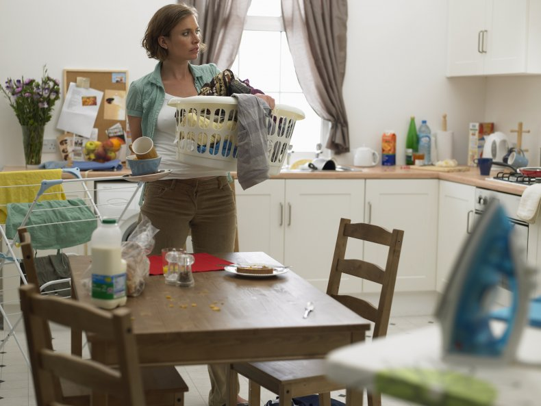 Woman Stages Week-long 'Wife Strike' to Protest Her Husband's Lack of Chores 1
