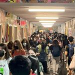 Students crowd NYC high schools amid pandemic 6