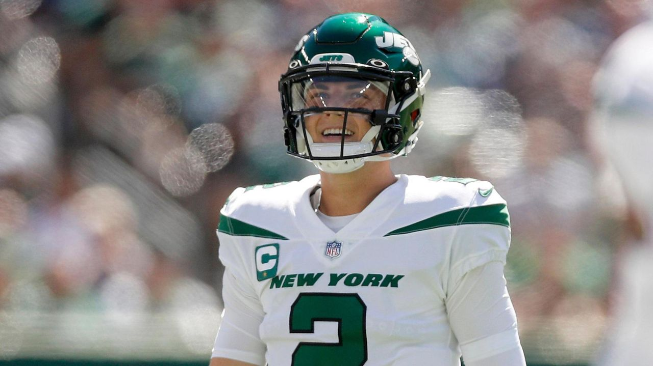 Zach Wilson throws 4interceptions in Jets'loss to Patriots 1