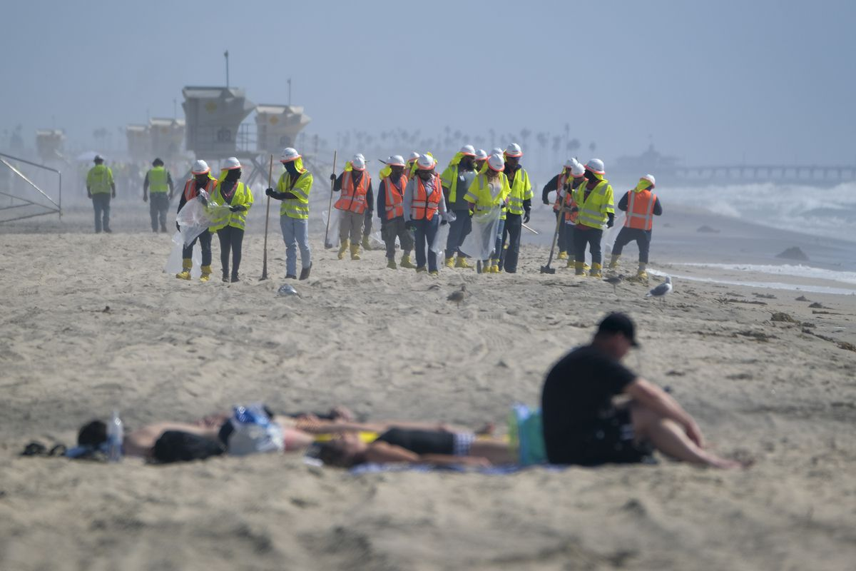 Huntington Beach shore reopens to swimmers for the first time since oil spill 1