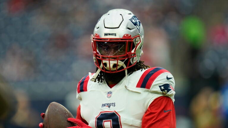 Patriots' Matthew Judon wins over Donovan Mitchell with red sleeves 1