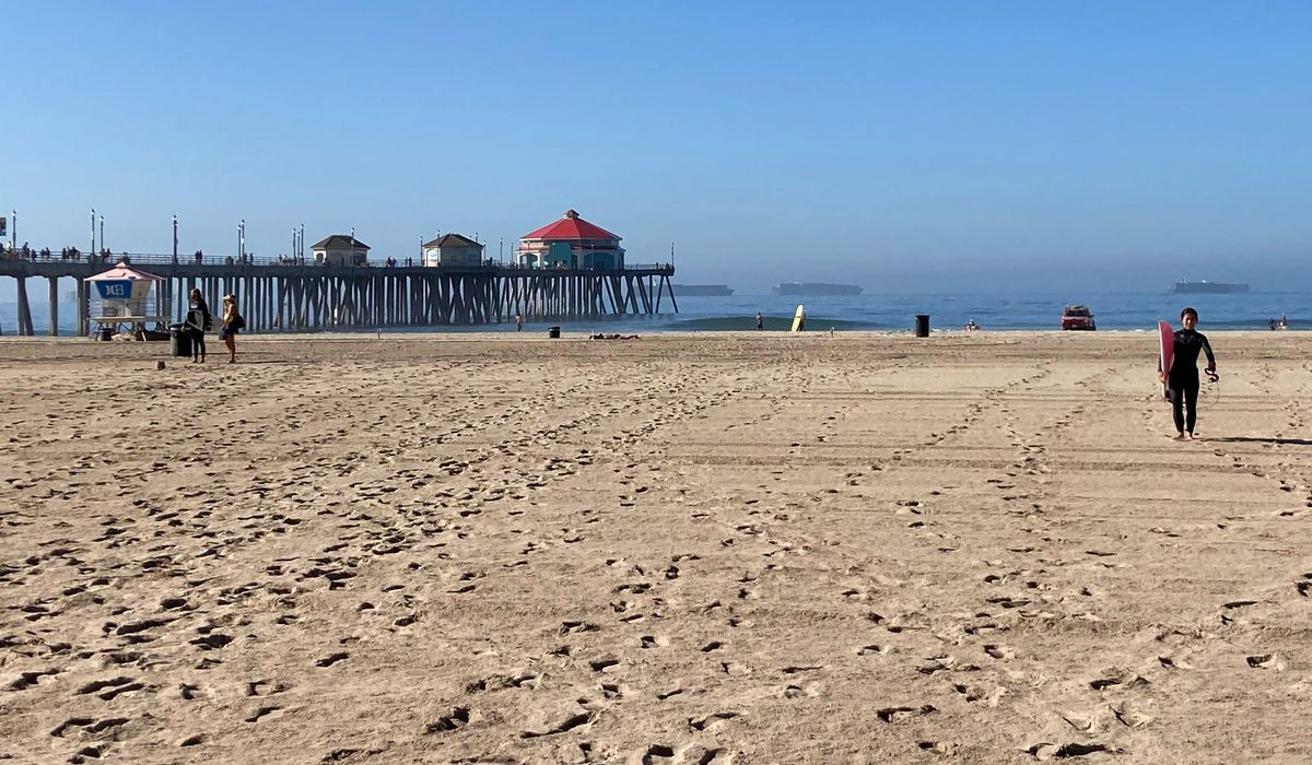 California's 'Surf City USA' Huntington Beach reopens after oil spill 1