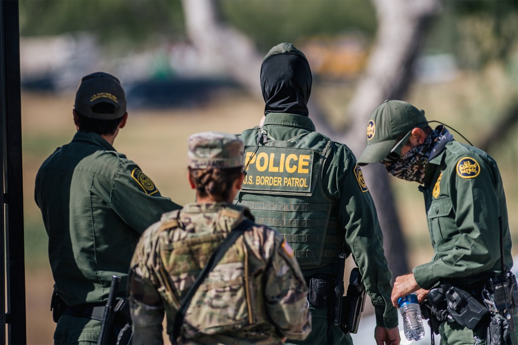Border reportedly 'wide open' after states pull National Guard troops 1