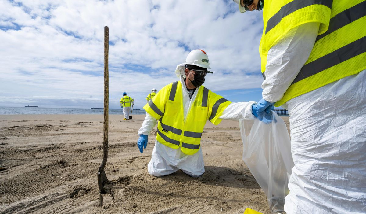 Southern California beach set to reopen after oil spill 1