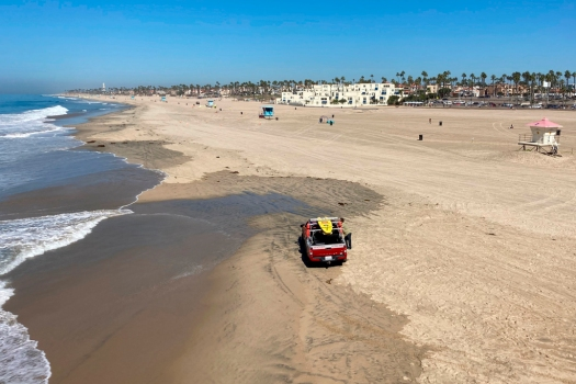 'Surf City USA' beach reopens after offshore spill 1