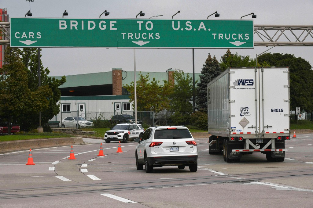US to reopen land border to Canadians by next month, Schumer says 2